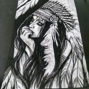 BEAUTIFUL GIRL PRINT TOP TEE EXCELLENT CONDITION